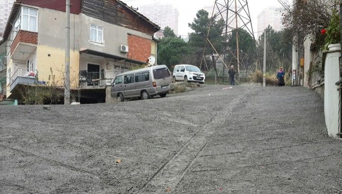 Tepeüstü Sokak'a beton yol
