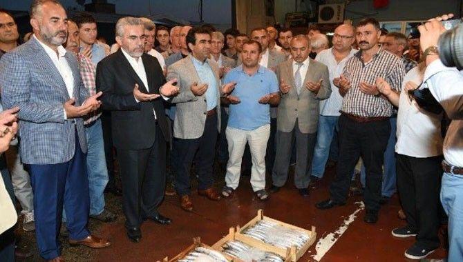 Sezonun ilk balıkları Karamürsel'de mezatta satıldı