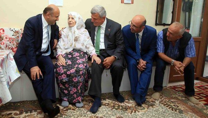 Işık, Karaosmanoğlu'nun anne ve babasını ziyaret etti