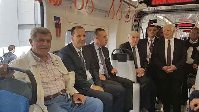 Başkan tramvayı inceledi