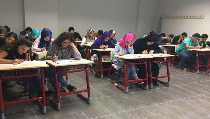 Akademi Lise'de yeni dönem için sınav yapıldı