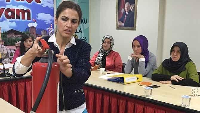 AK Partili kadınlara yangın eğitimi