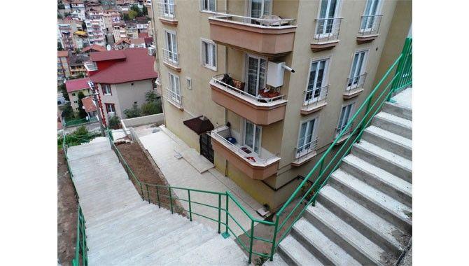 Turgut'ta merdiven, Yenidoğan'da beton yol