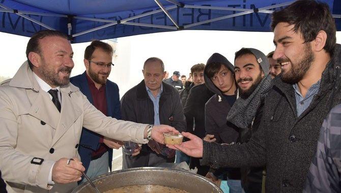 Doğan'dan üniversitelilere aşure ikramı
