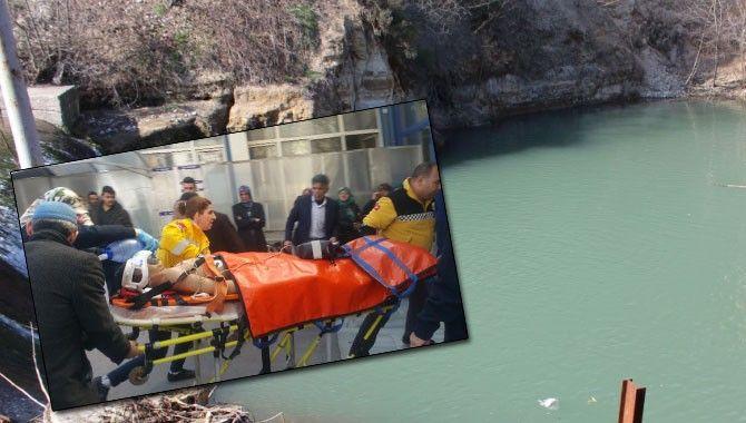 Gölete giren 2 çocuk son anda boğulmaktan kurtuldu