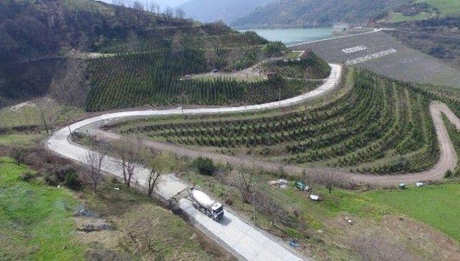 Köylere güvenli ve sağlam beton yollar yapılıyor