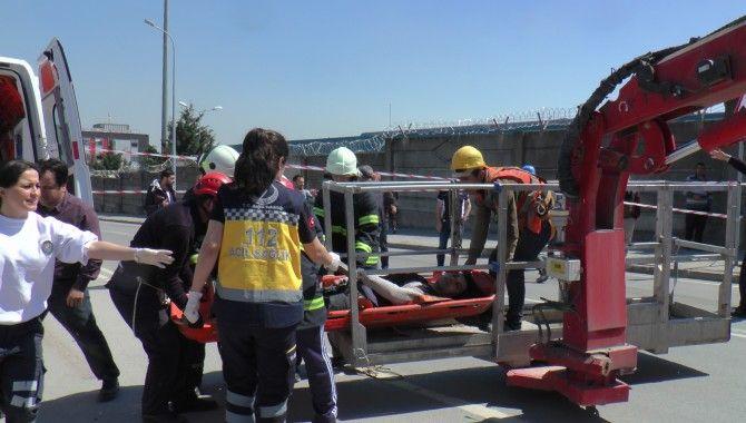 Vinç operatörü 2 saatte kurtarıldı