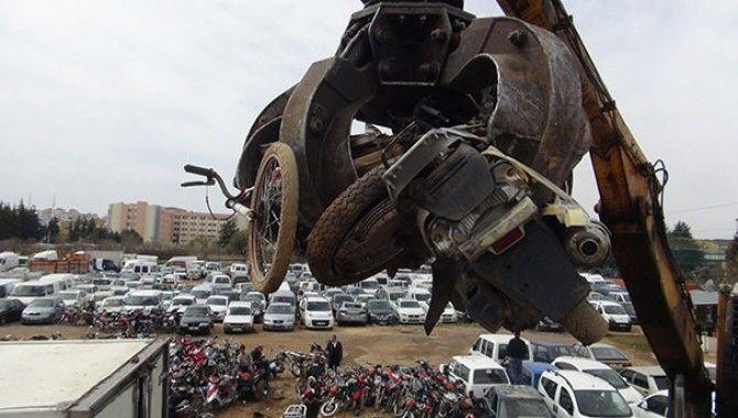 Trafikten men edilen motosikletler geri dönüşüme gönderildi