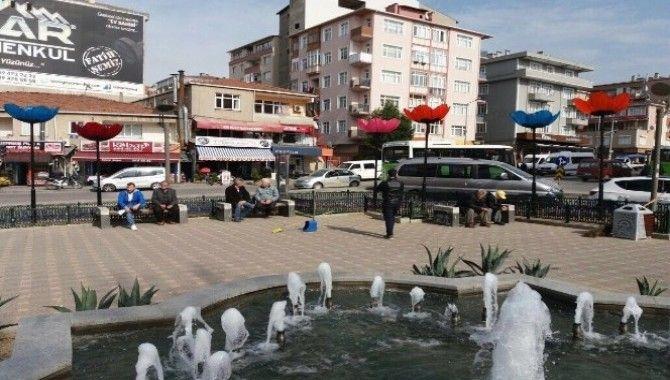 Gebze'de sokaklarına gelincik motifli aydınlatma direkleri konuldu