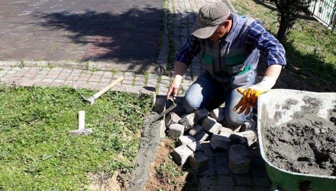 Parklarda sert zemin tamiratı