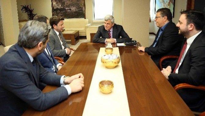 """Karaosmanoğlu: """"Türkiye'nin kalkınmasında sorumluluğunuz var''"""