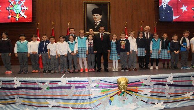 Vali, 216 çocukla 23 Nisan'ı kutladı