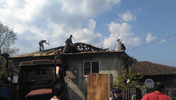 Soba bacasından çıkan yangın, bir evi kül etti