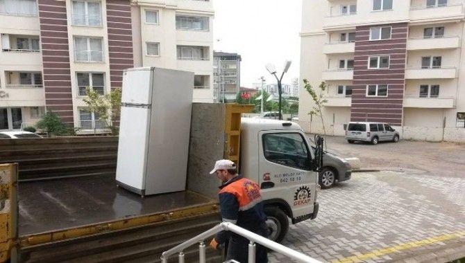 Gebze'de elektronik atıklar kapıdan alınıyor