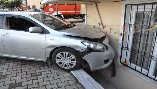 Mahalle arasında feci kaza