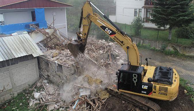 Kent estetiğini bozan metruk binalar yıkılıyor