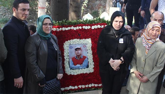 Karacan'a mezarı başında anma