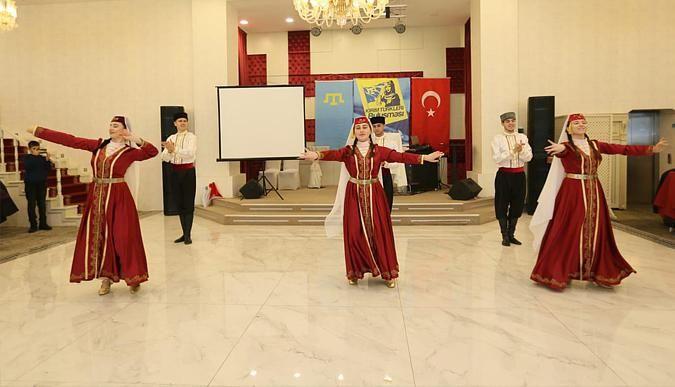 Kırım Halk Dansları büyüledi