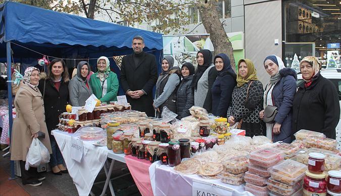 AK Kadınlar, el emeklerini satışa sundu