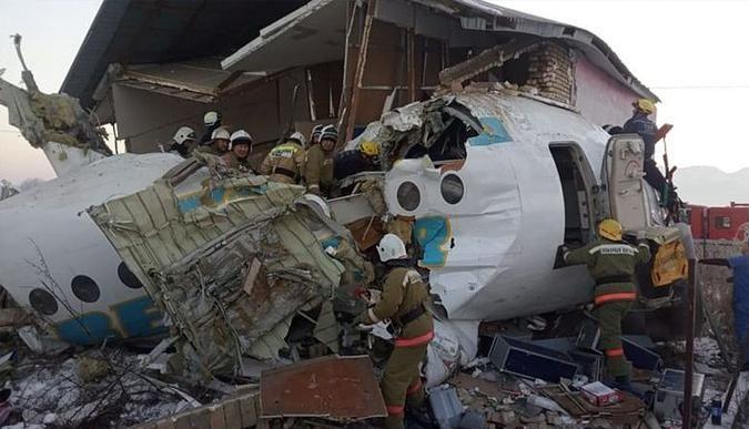 Kazakistanda uçak düştü: 14 kişi öldü