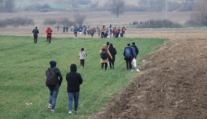 Suriyeli göçmenler sınır bölgelerine akın etti