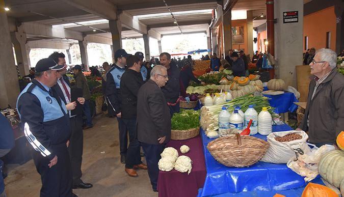 İzmit Belediyesi pazar yerlerini denetledi