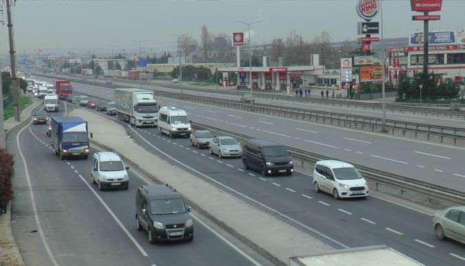 Kocaeli-İstanbul sınırında araç kuyruğu oluştu
