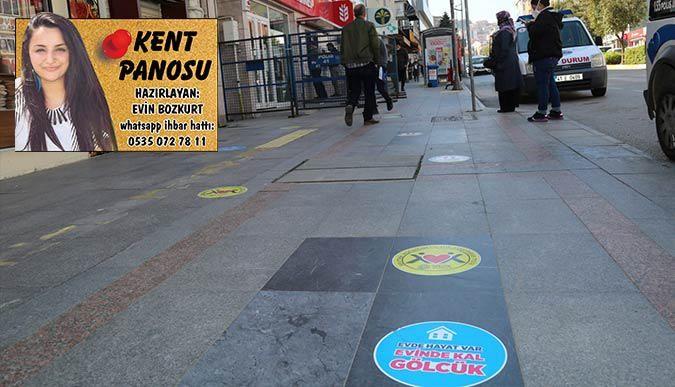 Gölcük Belediyesi caddelere uyarıcı etiketler yapıştırdı