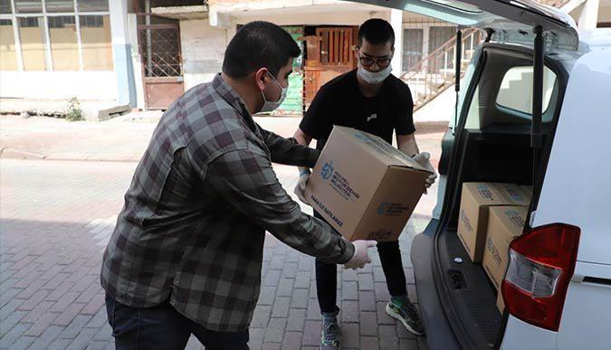 Kılavuz Gençlerden koli dağıtımına gönüllü destek