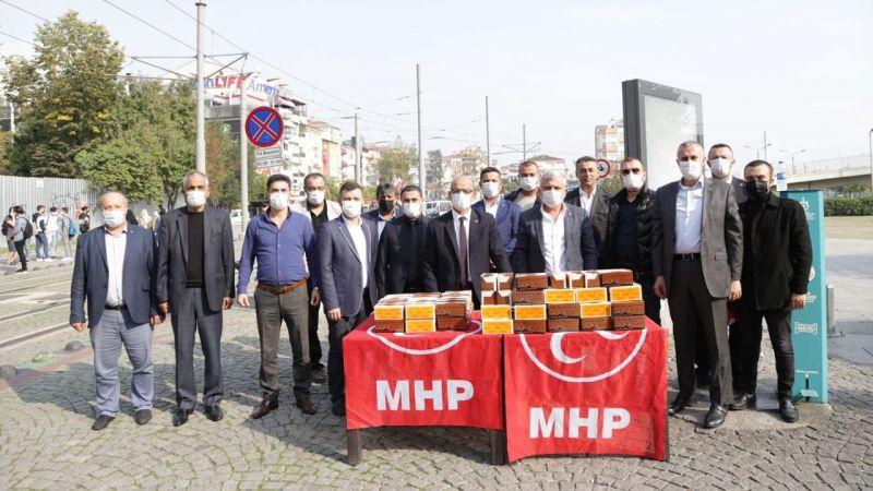MHP'liler kandil simidi dağıttı