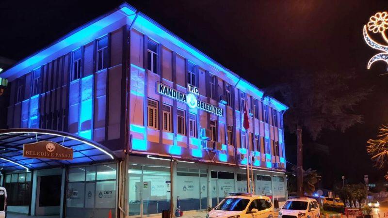 Kandıra Belediyesi'nden otizme mavi destek