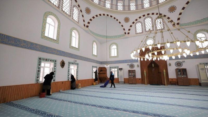 Başiskele'de camiler Ramazan'a hazırlanıyor