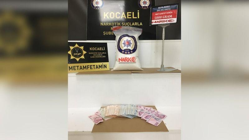 3 kişi 5 kilo uyuşturucu ile yakalandı