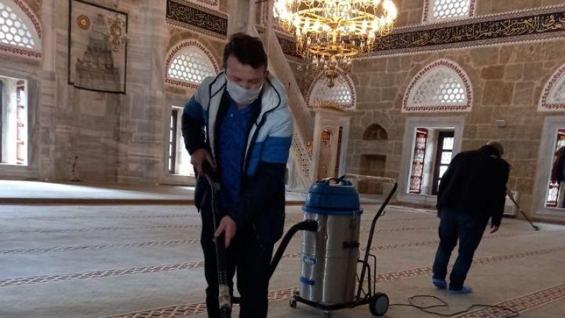 Yeni Cuma Camii temizlendi