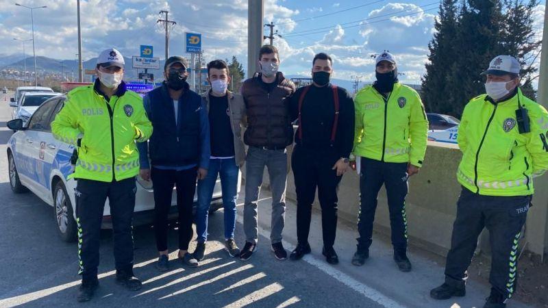 Sağsöz ve arkadaşlarından Polislere anlamlı ziyaret