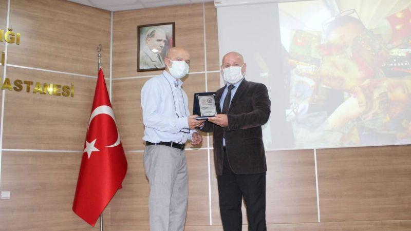 Darıca Farabi'de emeklilere plaket töreni