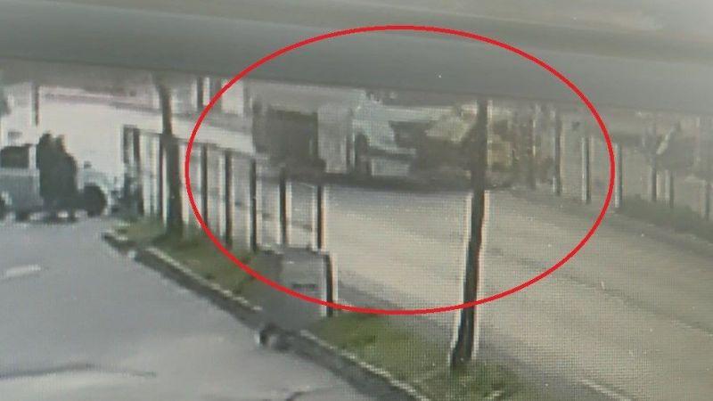 Kırmızı ışık ihlali yapan tanker taksiyi parçaladı