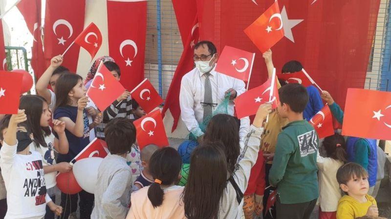 MHP'li Duymaz'dan çocuklara 23 Nisan sürprizi