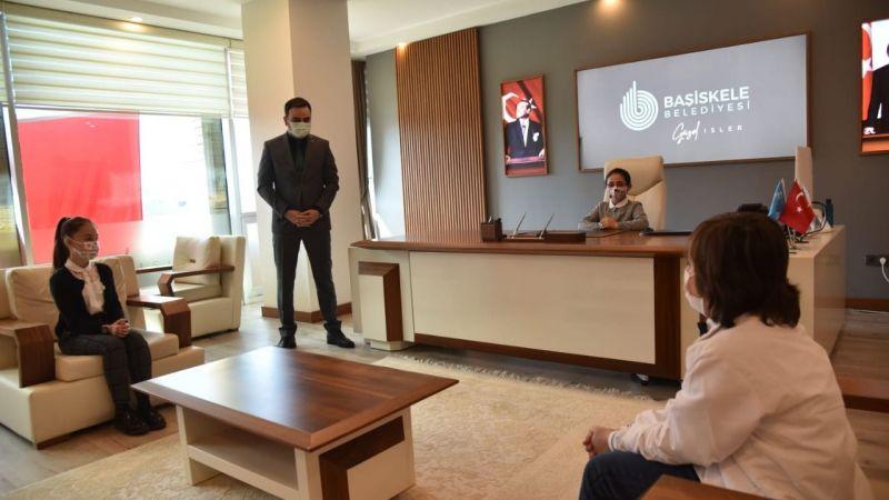 Başkan Özlü, koltuğunu Minik Zeynep'e devretti