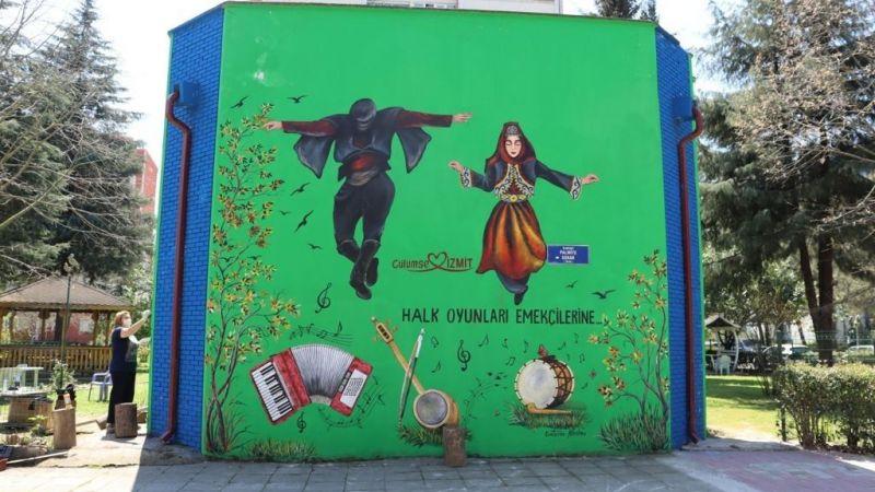 Halk oyunları emekçileri duvarlara resmedildi