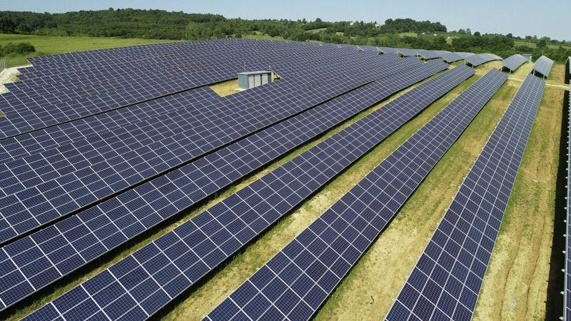 Bu güneş santralleri 3 bin 405 evin günlük elektriğini sağlıyor