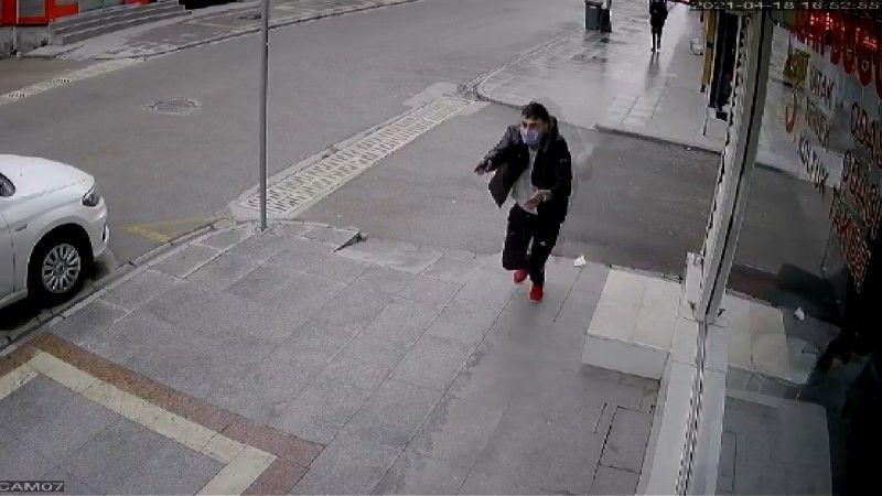16 yaşındaki genç sokak ortasında iki kişiyi böyle vurdu