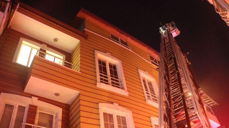 Elektrik kontağından çıkan yangın 5 kişiyi hastanelik etti