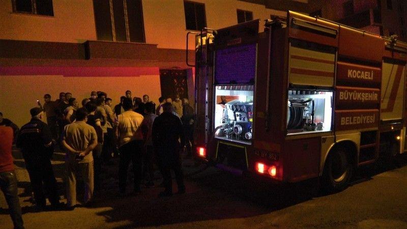 Patlayan daire alevlere teslim oldu, vatandaşlar sokağa döküldü