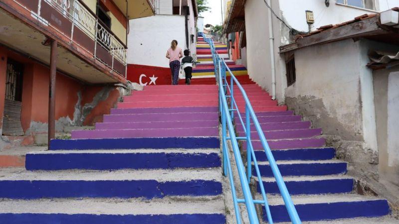 İzmit'te merdiven boyama akımına Hacıhızır da katıldı