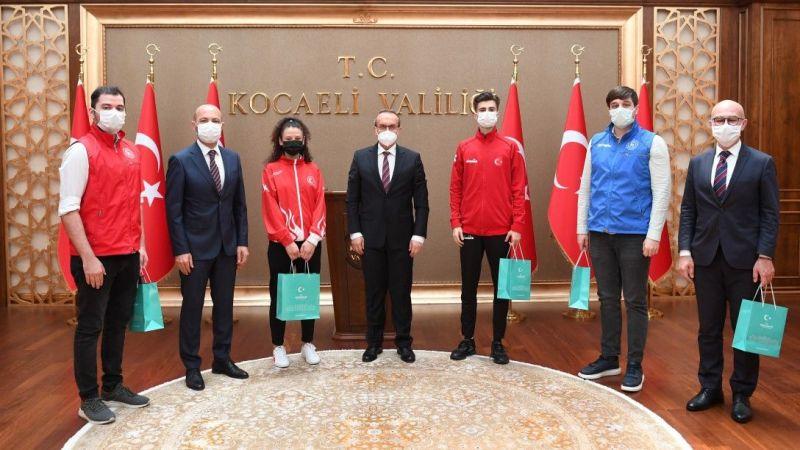 Milli sporcular Vali Yavuz'u ziyaret etti