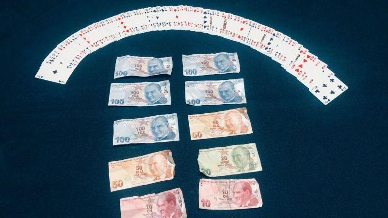 Kısıtlamada kumar partisi yapan 11 kişiye ceza kesildi