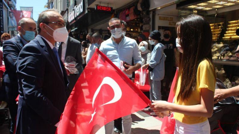 Vali Yavuz'dan uyarılı bayrak dağıtımı
