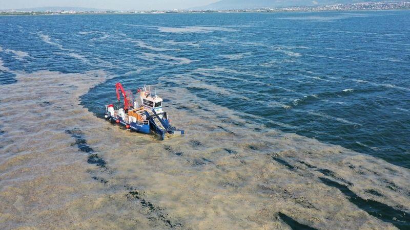 Deniz salyasıyla mücadele sürüyor: 150 ton deniz salyası toplandı