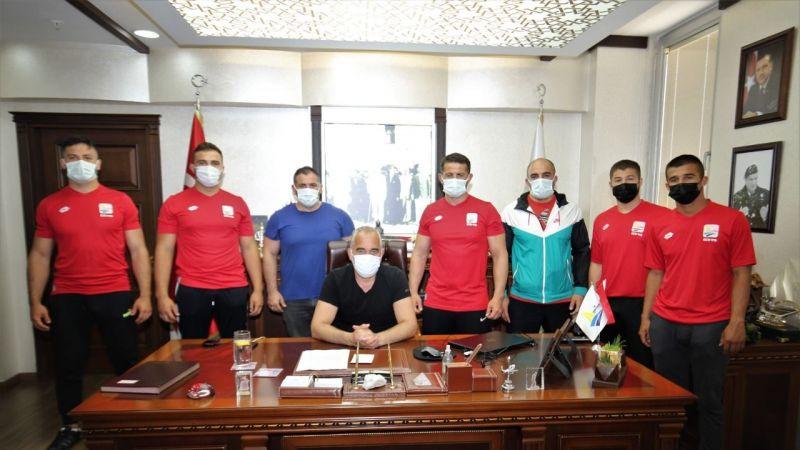 Başkan Yıldırım güreşçileri Kumluca'ya uğurladı